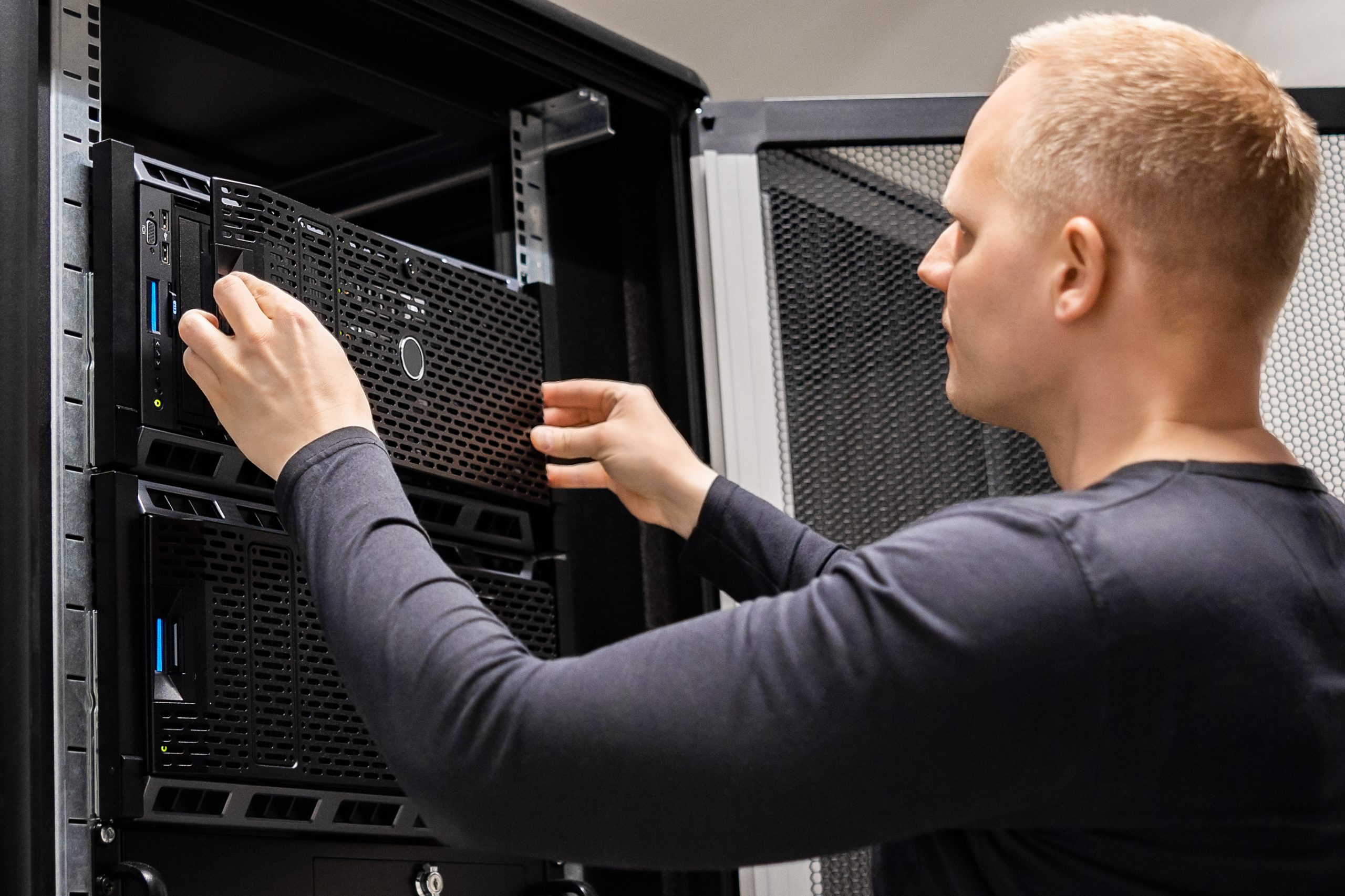 IT technicial setting up drive for Cloud computing storage.